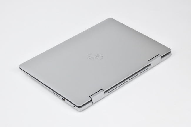 Inspiron 15 5000 2-in-1 (5582) 天面(その2)