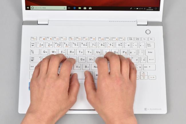 キーボードに両手を置いたときのイメージ(パールホワイト)