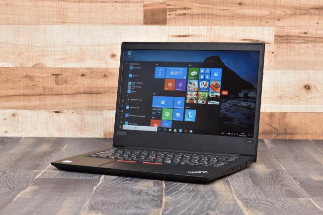ThinkPad E490 正面側(背景付き)