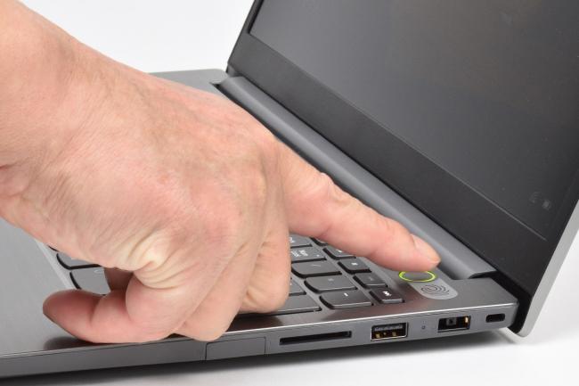 電源ボタンは指紋センサー内蔵